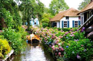 World, Weird And Wonderful Towns