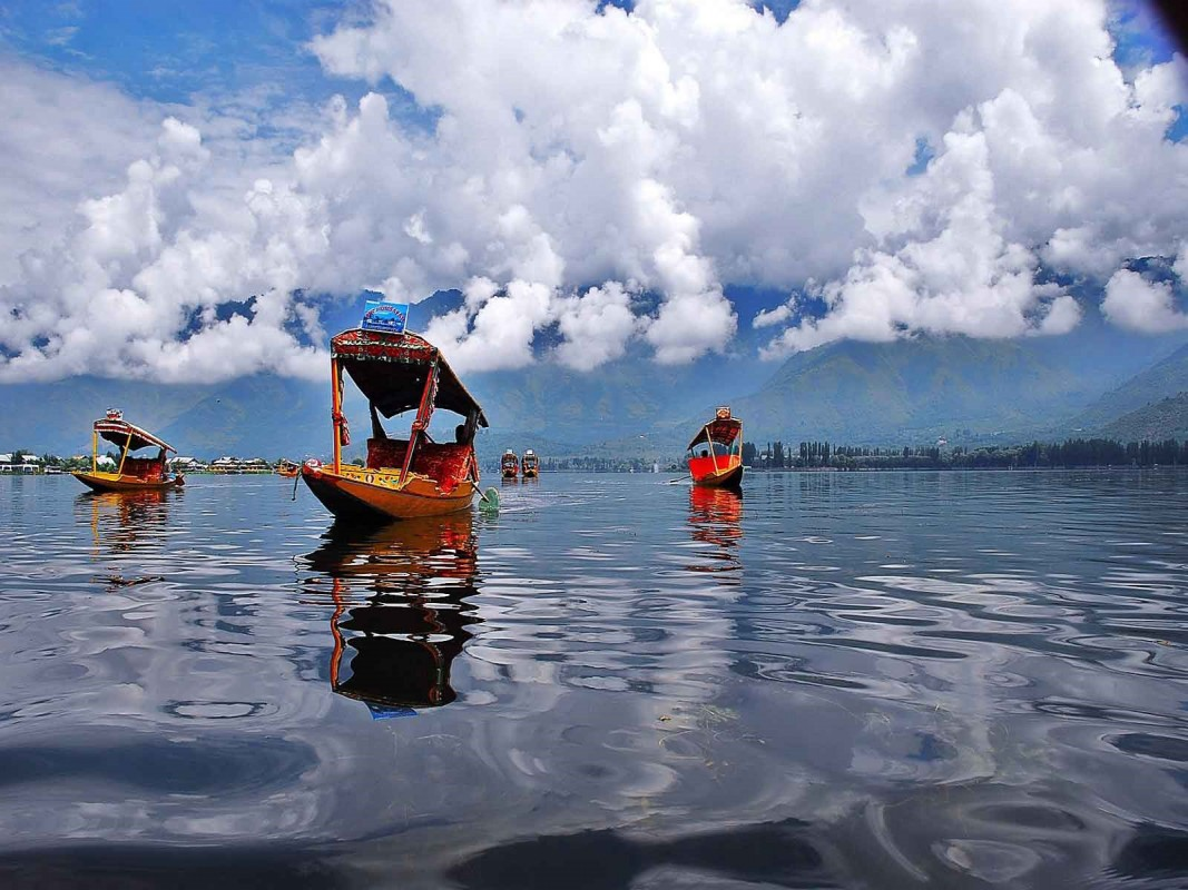 Visit these 10 places in Jammu and Kashmir before your die